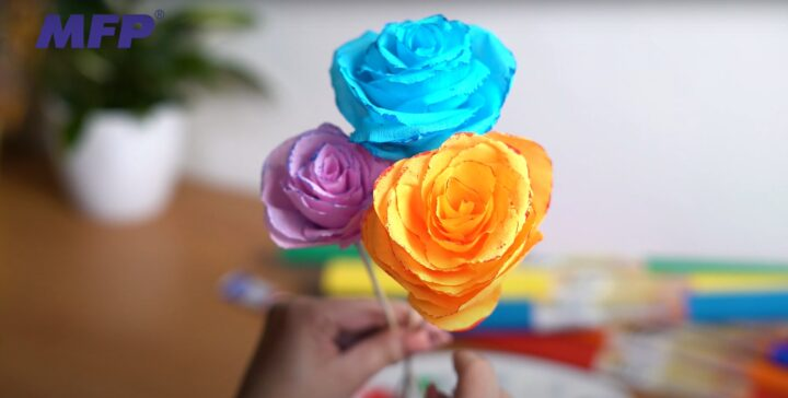 Růže z krepového papíru návod